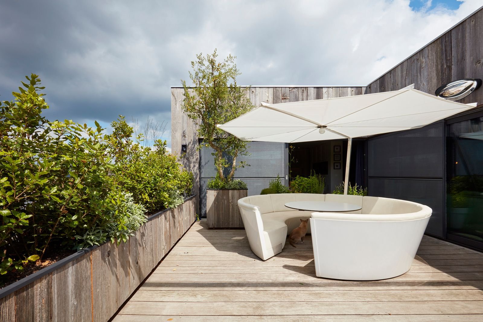 Une terrasse de toit chaleureuse et douillette