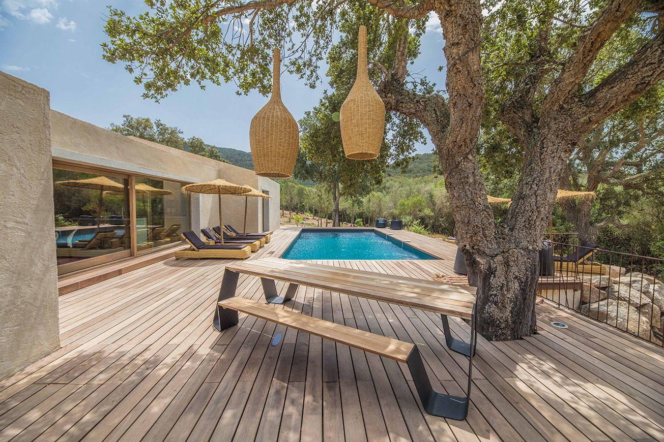 Concrete and wood beach villa