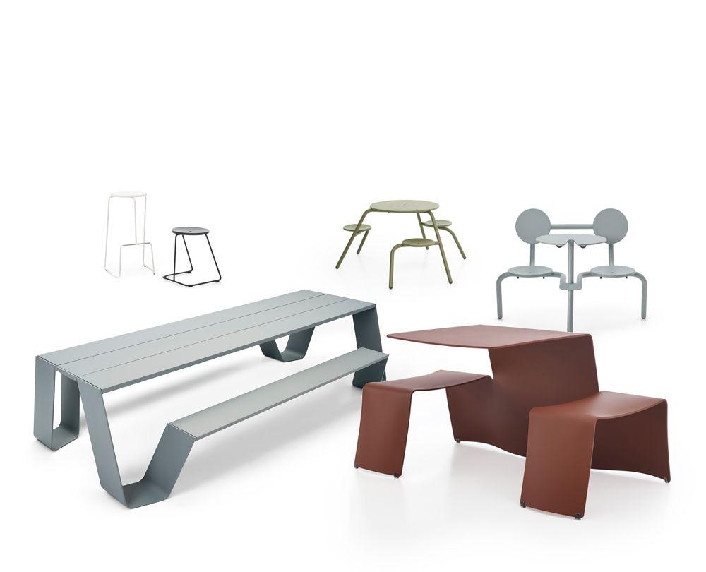 Treat uni-colored furniture